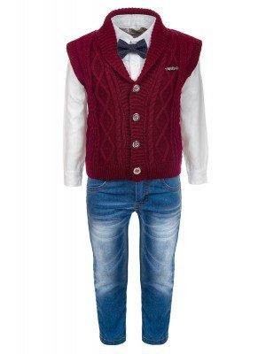 Комплект для мальчика:джинсы с ремнем,рубашка с бабочкой и вязаный жилет