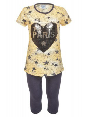 Комплект для девочки: футболка и капри декорированы двусторонними пайетками
