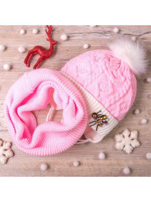 Набор для девочки: шапка на трикотаже и снуд