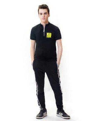 Костюм спортивный: футболка и брюки зауженные со средней посадкой