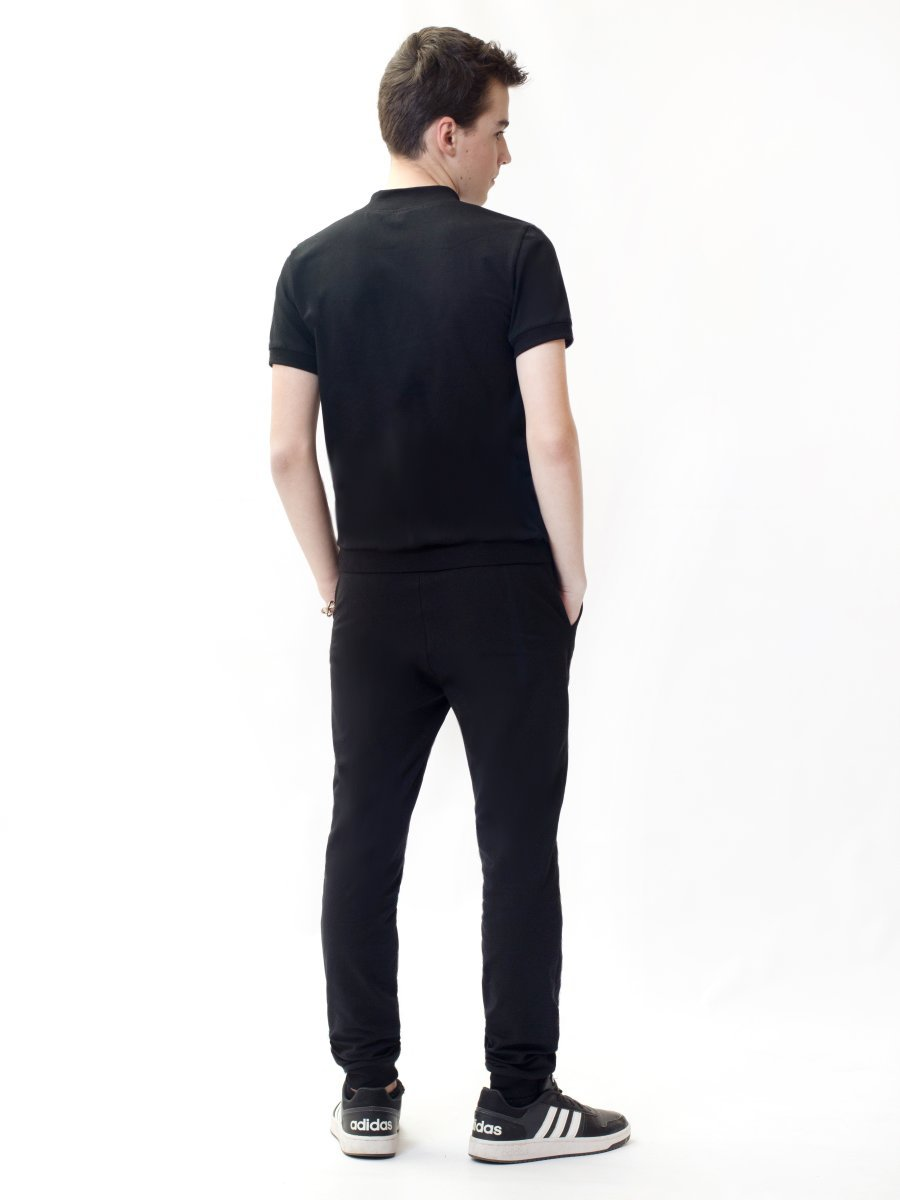 Костюм спортивный: футболка и брюки зауженные со средней посадкой, цвет: черный