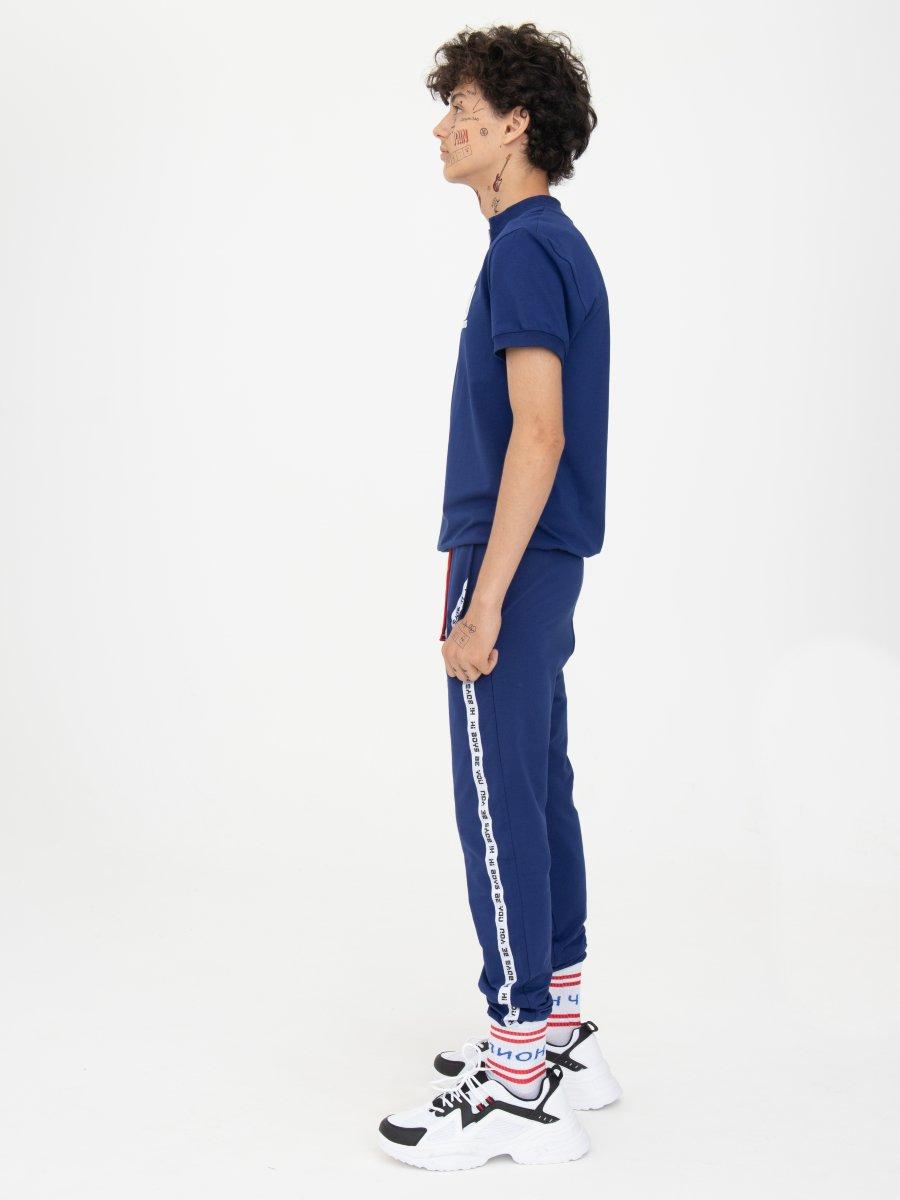 Костюм спортивный: футболка и брюки зауженные со средней посадкой, цвет: синий