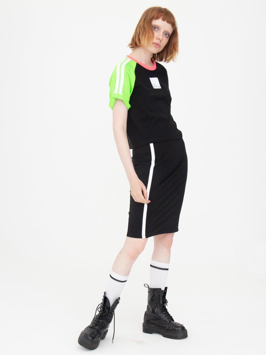 Комплект женский:футболка укороченная и юбка прилегающего силуэта, цвет: черный