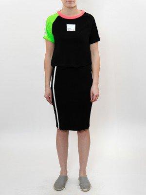 Комплект женский:футболка укороченная и юбка прилегающего силуэта
