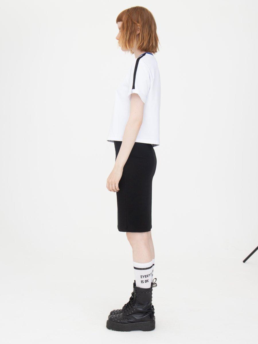 Комплект женский: футболка укороченная и юбка прилегающего силуэта, цвет: белый