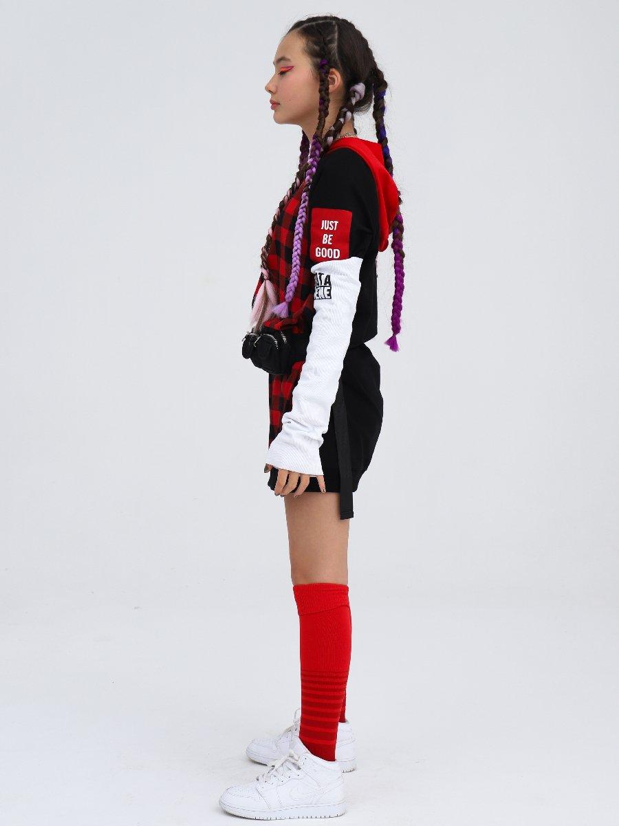 Платье прямого силуэта с капюшоном, цвет: красный