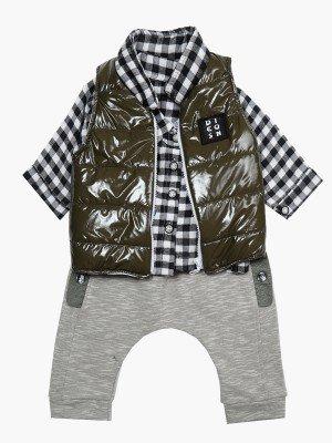 Комплект для мальчика: рубашка, штанишки и жилет на синтепоне