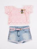 Комплект для девочки: гипюровая блузка и джинсовые шорты