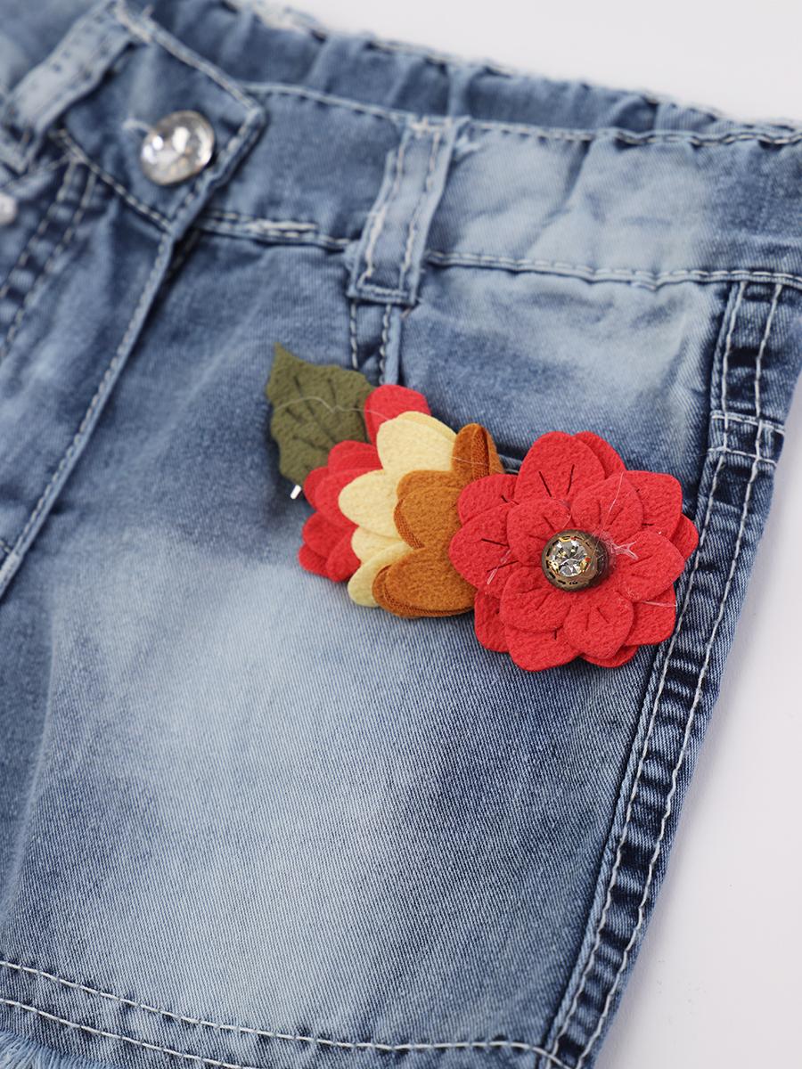 Комплект для девочки: блузка и шорты джинсовые, декор-брошь, цвет: белый