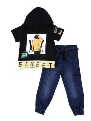 Комплект для мальчика: футболка и брюки джинсовые